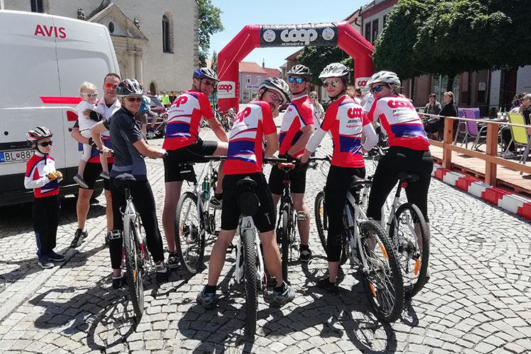 športové tímové oblečenie na cyklistiku
